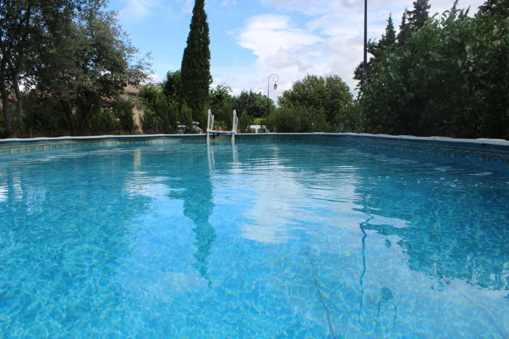 gite-richerenches-piscine